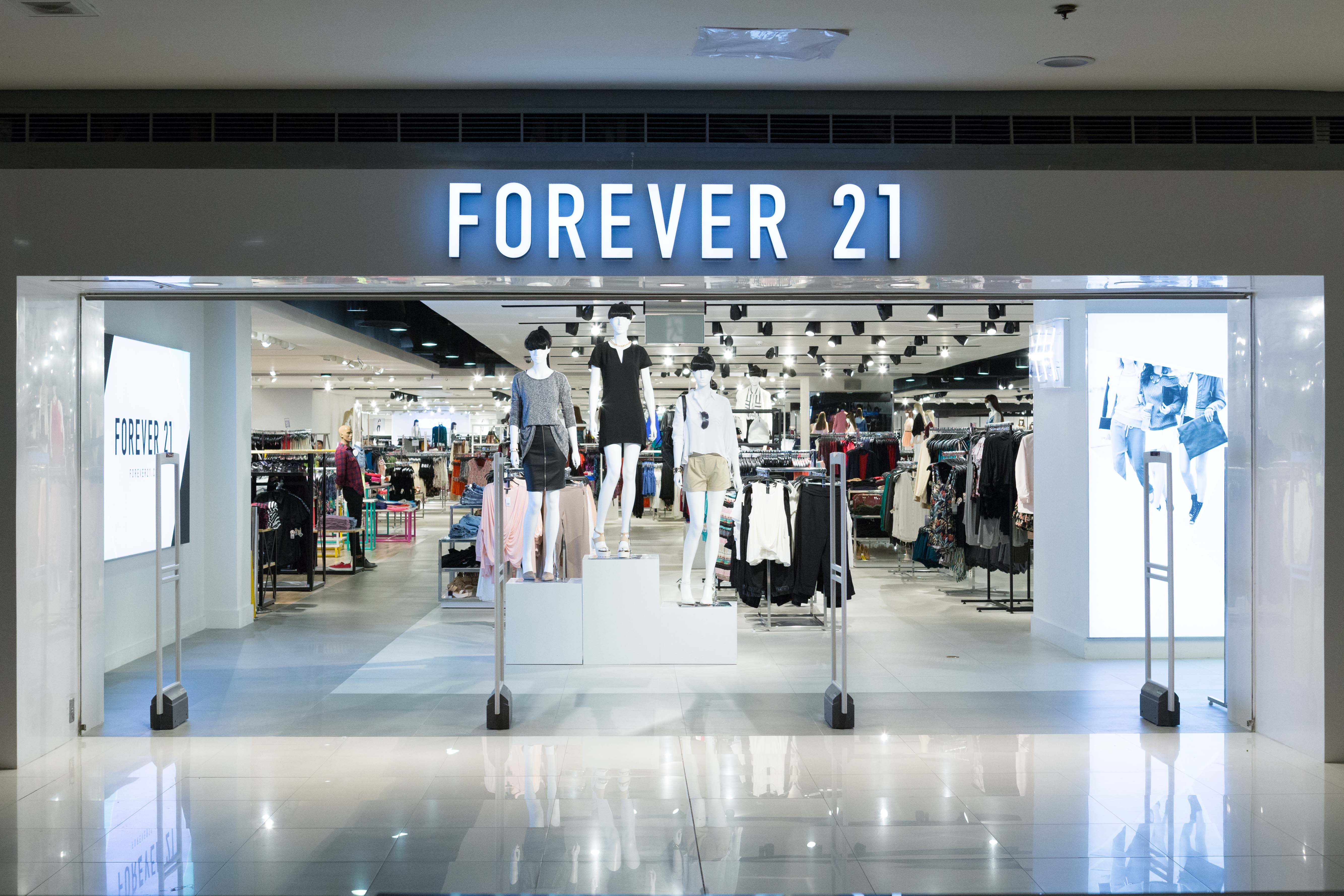 Forever 21 began as the store called Fashion 21 with square feet (84 m 2) in Highland Park, Los Angeles, in , and has grown into the clothing lines Forever 21, XXI Forever, Love 21 and Heritage with over stores in the Americas, Asia, the Middle East and the UK.