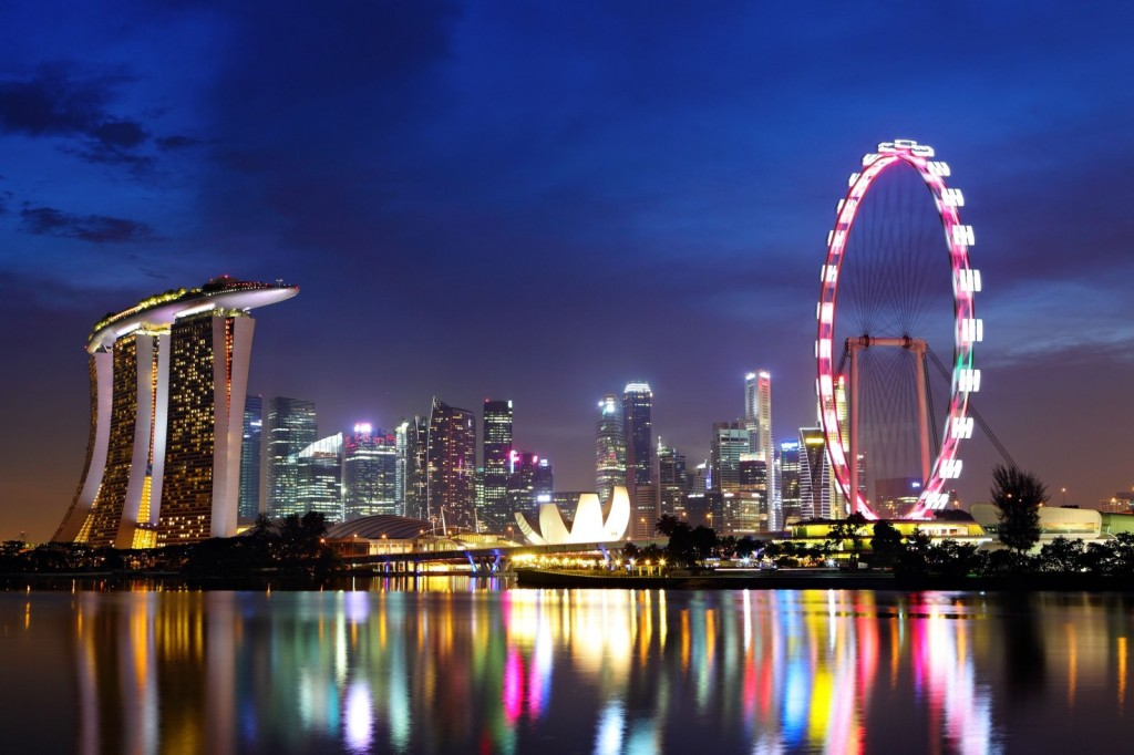 http://www.wonderwardrobes.com/wp-content/uploads/2015/07/View-of-the-singapore-flyer-1024x682.jpg