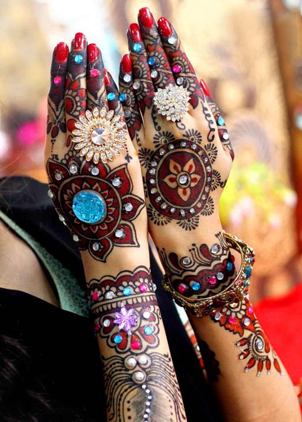 Colorful Henna Designs: Mehendi - A Traditional Touch