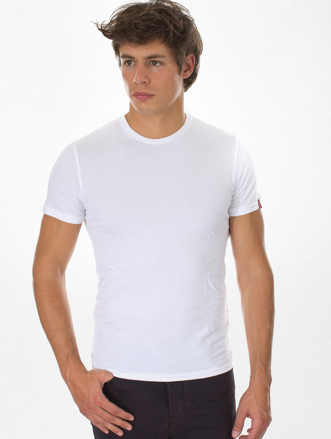 T shirts every man should own wonder wardrobes for Crew neck white t shirt