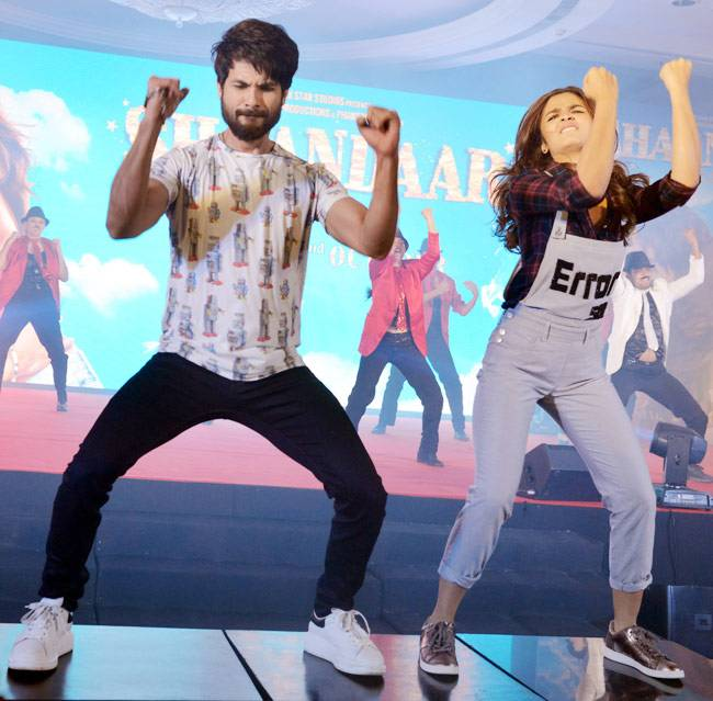 We All Have Seen A Lot Of Alia In Dungarees Giving Her The Tomboy Look With Sexy Appeal Has Appeared Dungaree Shaandaar Way For Movie