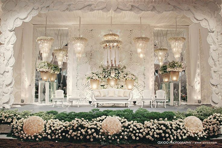 8 stunning stage decoration ideas for indian weddings for All white wedding decoration ideas
