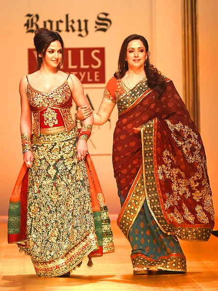 1f7ff8a5f10 Top 5 Celebrity Inspirations For The Outfits of Bride s Mother ...