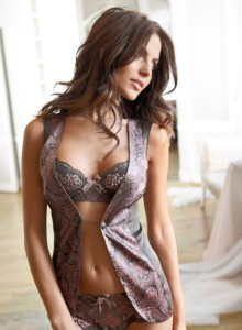diana_morales_intimissimi_winter_2010_lingerie_campaign_VqG2NAd.sized