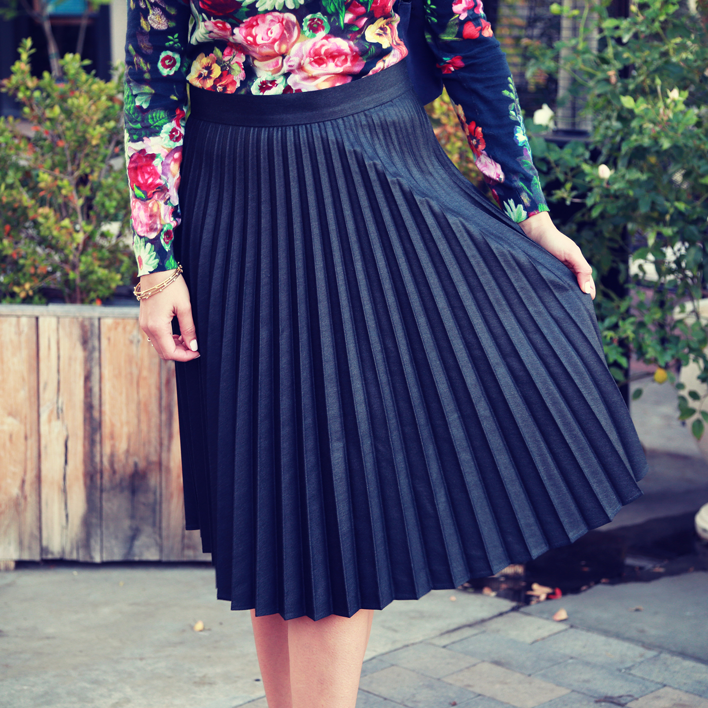 how to keep pleats in a skirt
