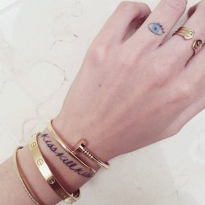 chiara ferragni finger Tattoo