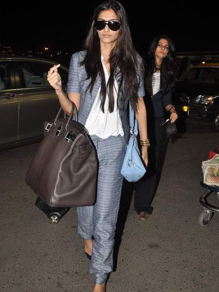 """Trendy Transit""- 7 best bollywood celebs' airport looks!"