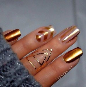 metallic love as the nail art design