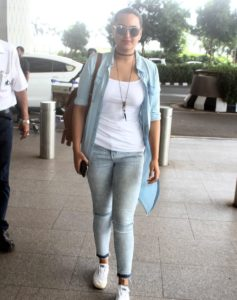 sonakshi travel look